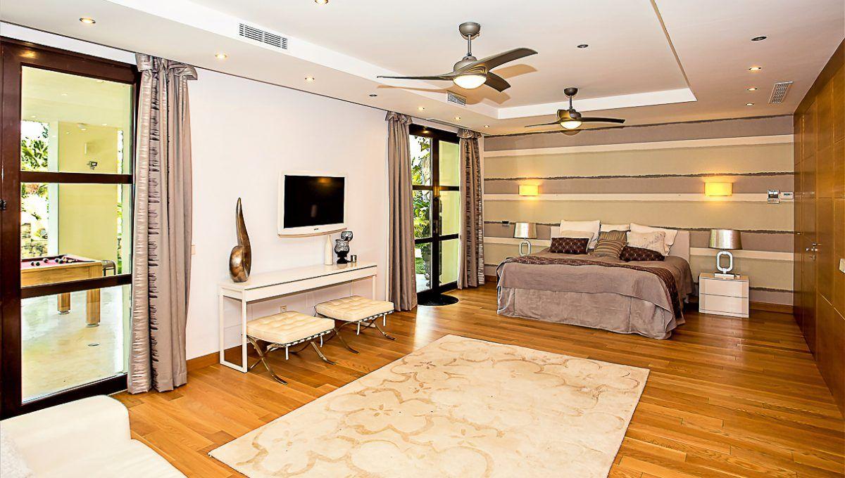 10-0 Master bedroom