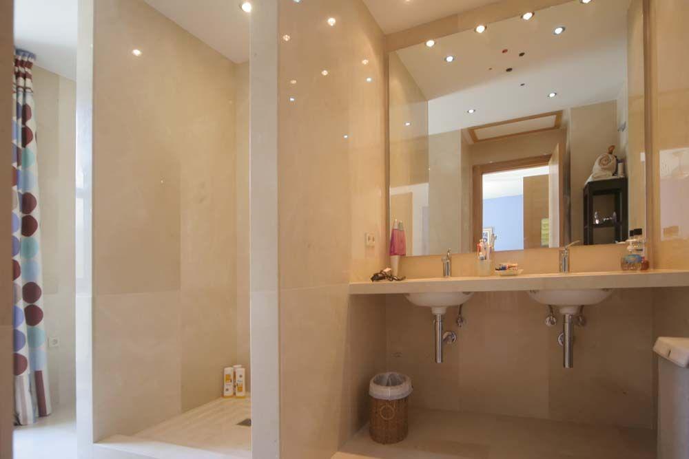 12-2 Bathroom bed 4