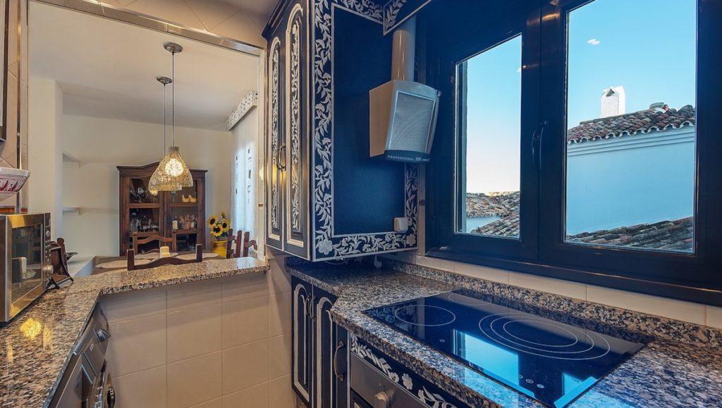 14C-Kitchen-1-2-bedroom-2-bath-apartment-for-rent-in-Puerto-Banus-with-sea-views-Marbella-Costa-del-Sol-Spain-1-1200x680-1