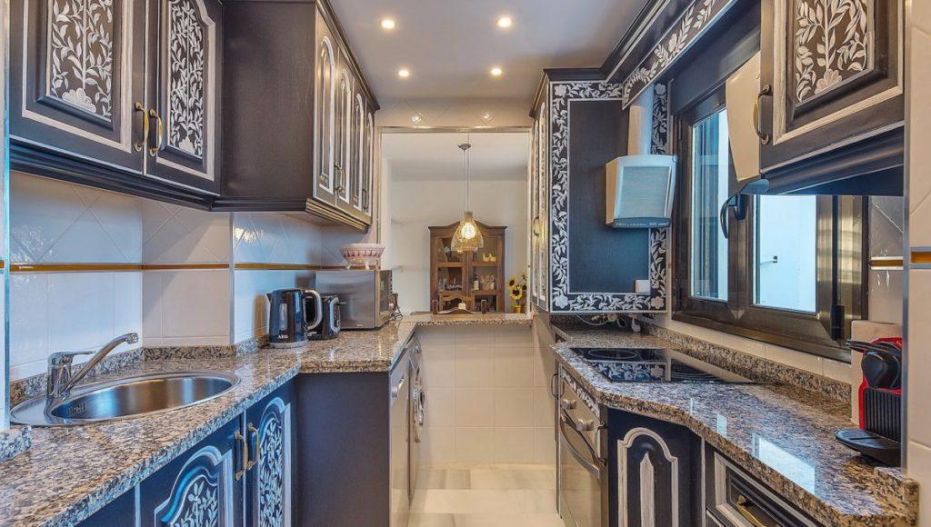 15C-Kitchen-2-bedroom-2-bath-apartment-for-rent-in-Puerto-Banus-with-sea-views-Marbella-Costa-del-Sol-Spain-1-1200x680-1