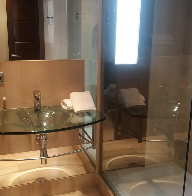 2-Bed-Standard-Apartment-bathroom-665x680-1