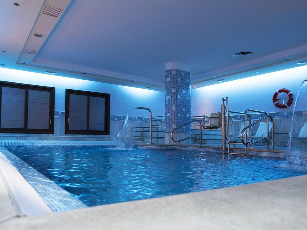 Indoor-Pool-area