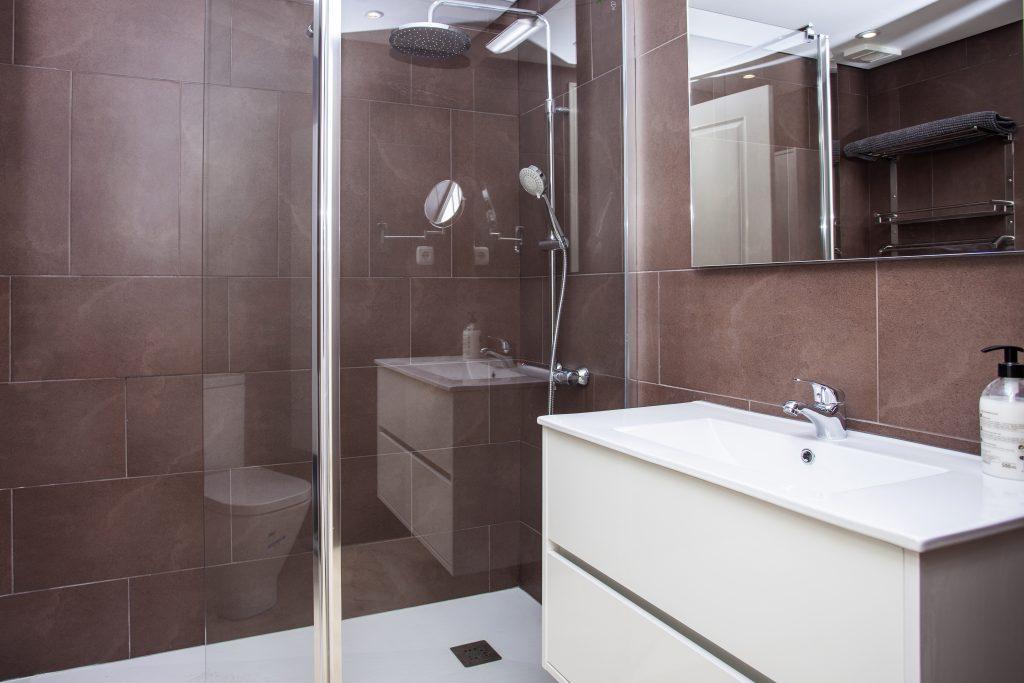 ensure shower room 2